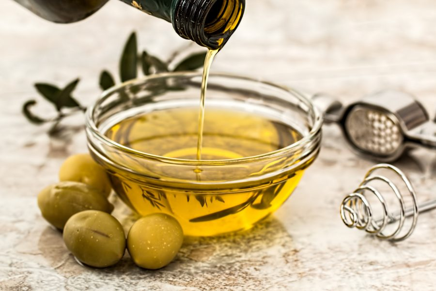 Olive leaf oil for hair contains oleuropein which can restart the anagen hair growth phase in mice.