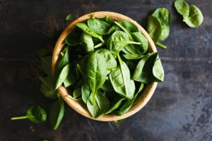 Spinach as a source of vitamin B6 for hair and body