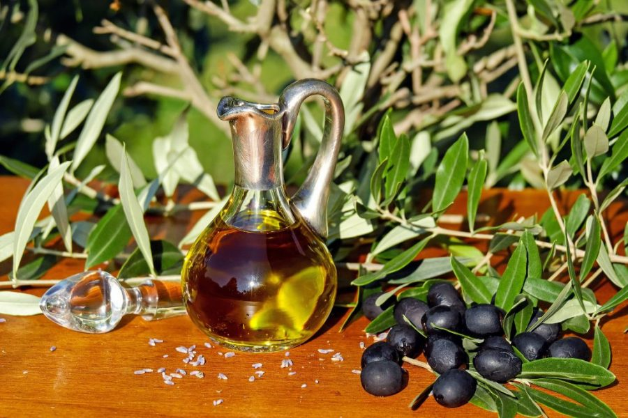 Olive leaf oil for hair contains phenolic compounds that may help improve and protect the health of hair follicles.